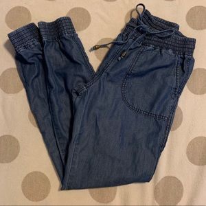 Romeo & Juliet Couture chambray Jean joggers small